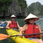 Trải nghiệm trèo thuyền Kayak tại vịnh Lan Hạ Cát Bà