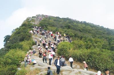 Du khách về trẩy hội tại Yên Tử