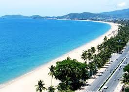 Bãi cát trắng mịn và nước trong xanh nơi biển Đà Nẵng