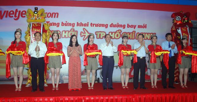 Cắt băng khai trương đường bay Tp. HCM - Đồng Hới