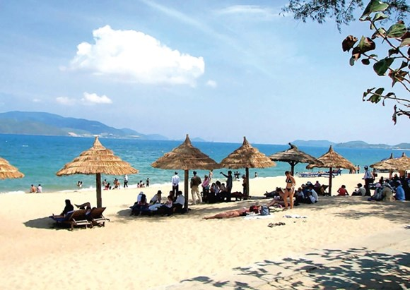 Bãi tắm Phạm Văn Đồng- địa điểm tắm biển lý tưởng