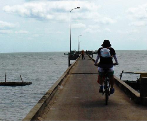 Khám phá làng chài Hàm Ninh Phú Quốc bằng xe đạp