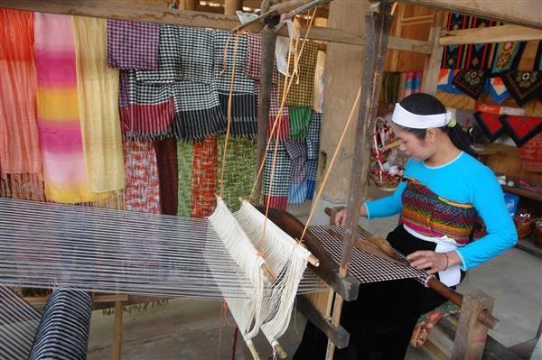 Thổ cẩm- nghề truyền thống lâu đời của người Thái ở Mai Châu
