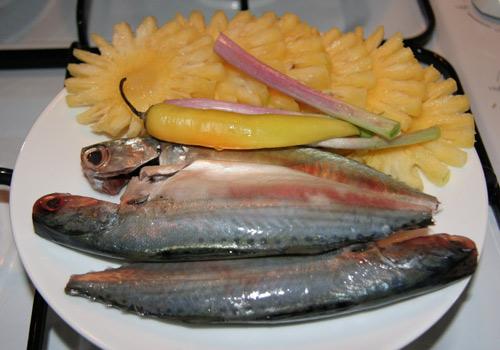 Cá bạc má và dứa