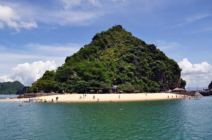 Toàn cảnh đảo Titop nhìn từ xa