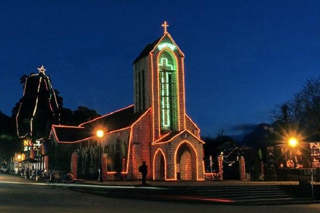Nhà thờ đá Sa Pa về đêm